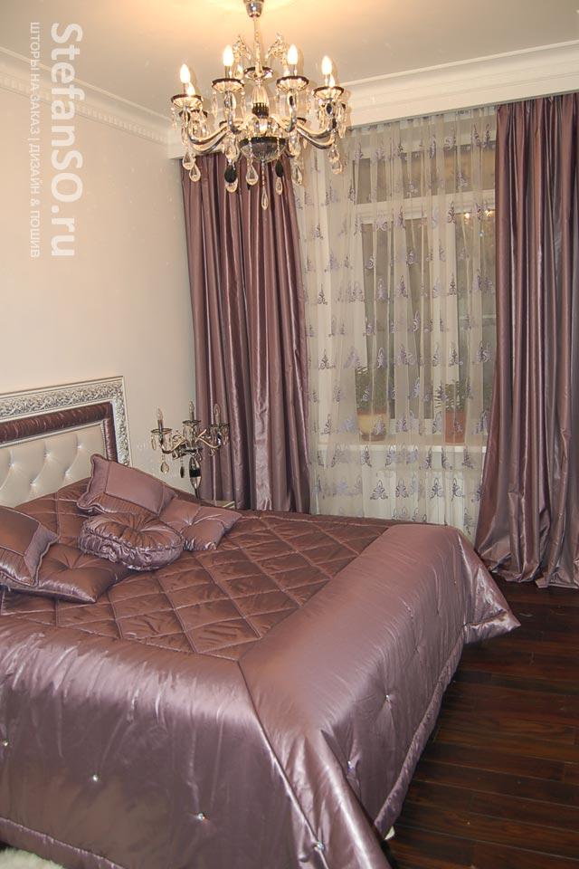 Мягкий лиловый цвет в уютной спальне.