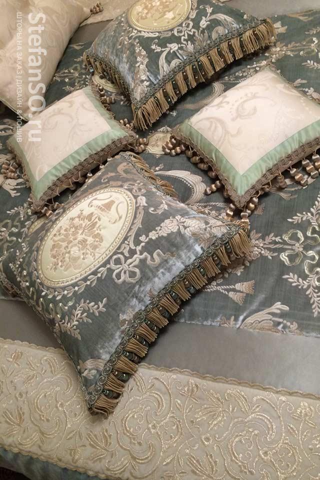Подушка - бархат шелк вышивка бахрома и тесьма для изысканных особ