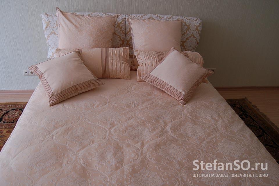 Подушки в сливочных оттенках для спальни