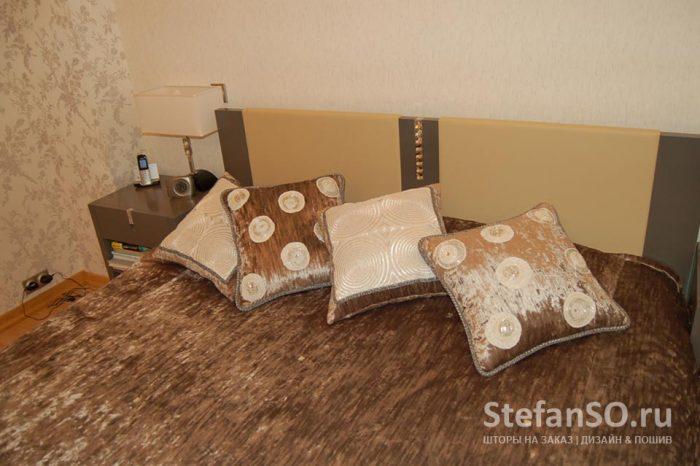 Бархатные подушки с аппликацией изо льна с бисером