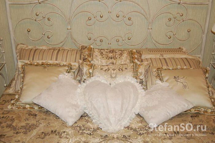 Подушки в духе Романтизма